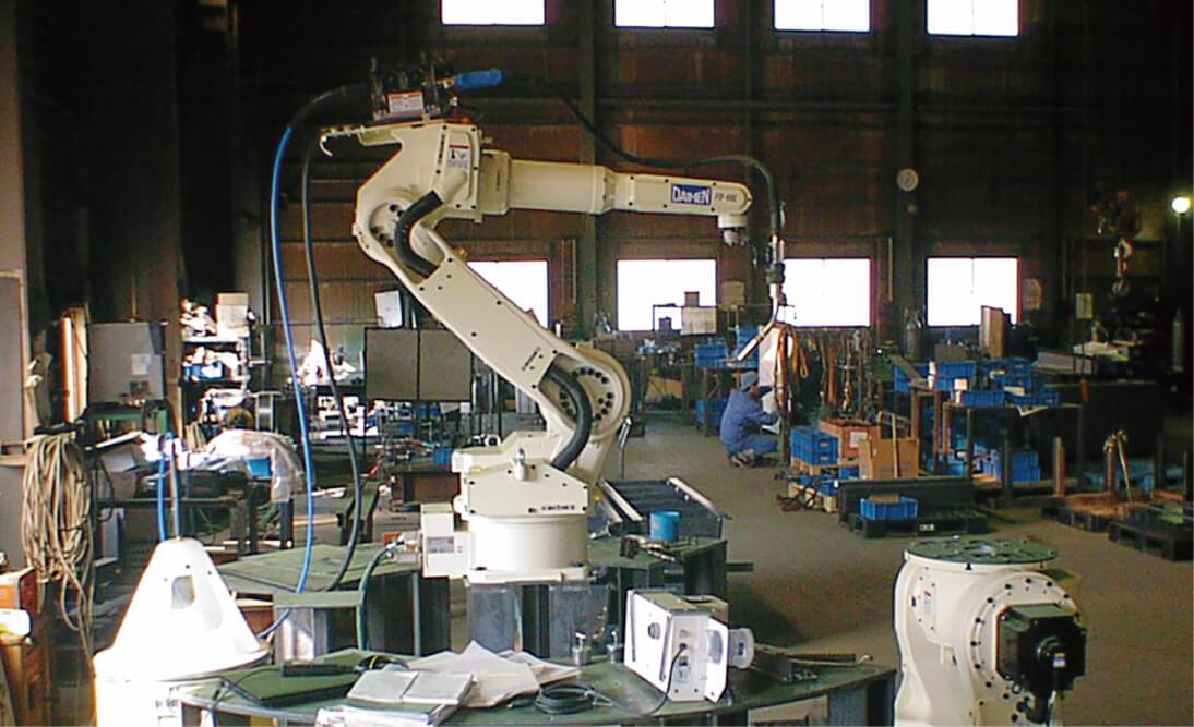 溶接ロボット(生産設備)